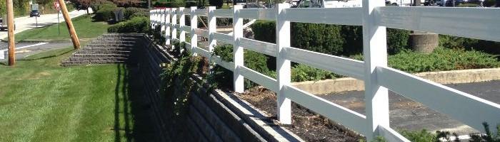 3-rail vinyl fence